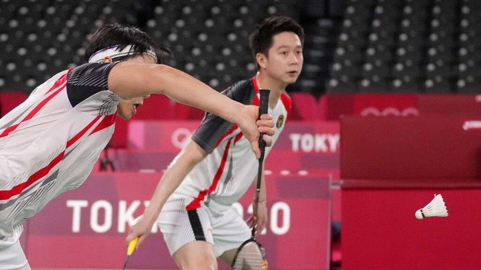 Indonesia's Marcus Gideon and Kevin Sanjaya Sukamuljo celebrate a point against India's Satwiksairaj Rankireddy and Chirag Shetty during their men's doubles group play stage badminton match at the 2020 Summer Olympics, Monday, July 26, 2021, in Tokyo, Japan. (AP Photo/Markus Schreiber)