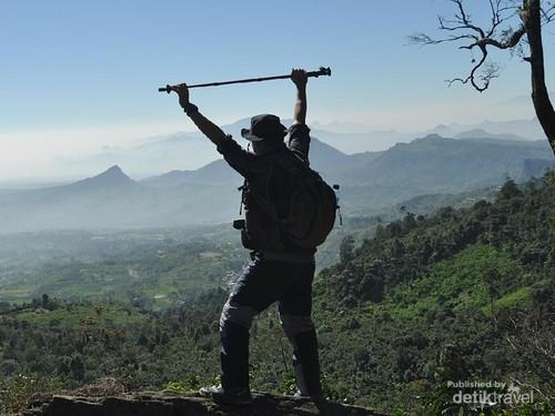 Trekking Asyik Tak Jauh dari Jakarta, Dapat Banyak Bonus