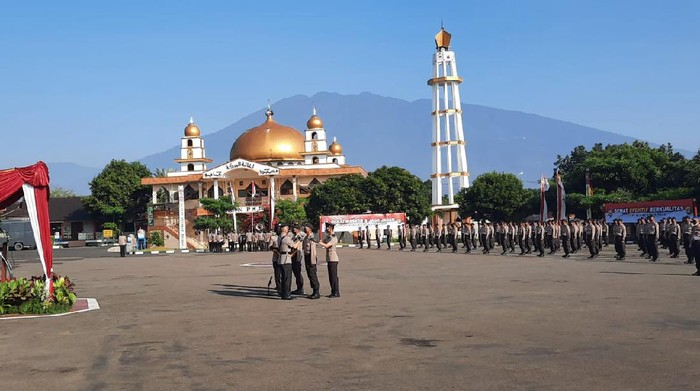 Wakapolda Metro Jaya Brigjen Hendro Pandowo membuka pendidikan pembentukan Bintara Polri di SPN Polda Metro Jaya, Sukabumi, Senin (26/7/2021).