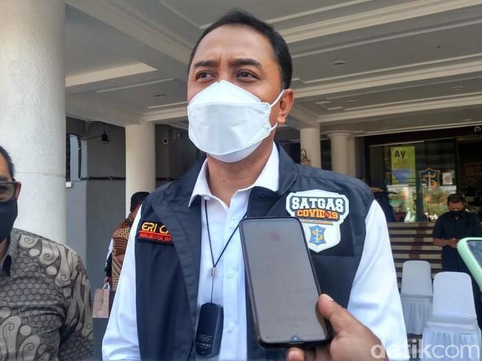 Stok vaksin COVID-19 di Surabaya untuk masyarakat umum lagi habis. Saat ini pemkot hanya memiliki 3.000 dosis vaksin untuk instansi.