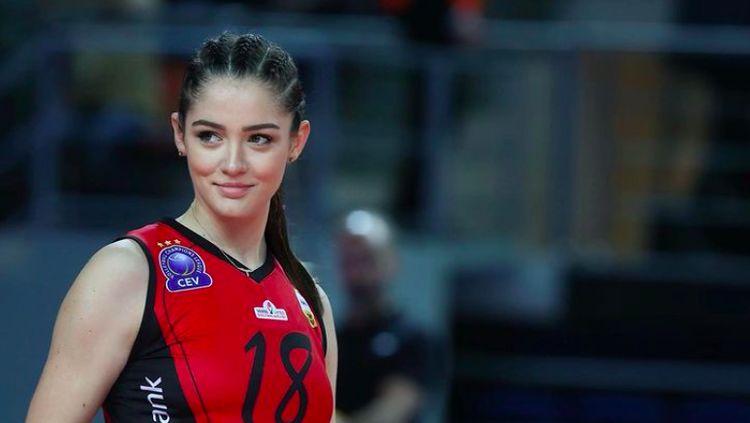 Zehra, Bidadari Voli Turki yang Pukau Netizen