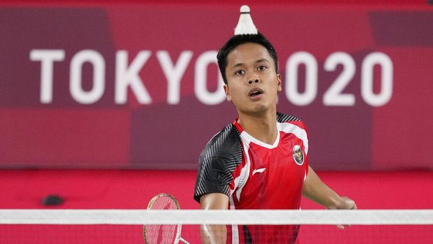 Indonesia's Anthony Sinisuka Ginting competes against Hungary's Gergely Krausz during their men's singles badminton match at the 2020 Summer Olympics, Sunday, July 25, 2021, in Tokyo, Japan. (AP Photo/Dita Alangkara)