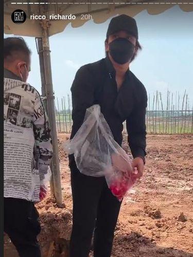 Billy Syahputra hadiri pemakaman ibu amanda manopo