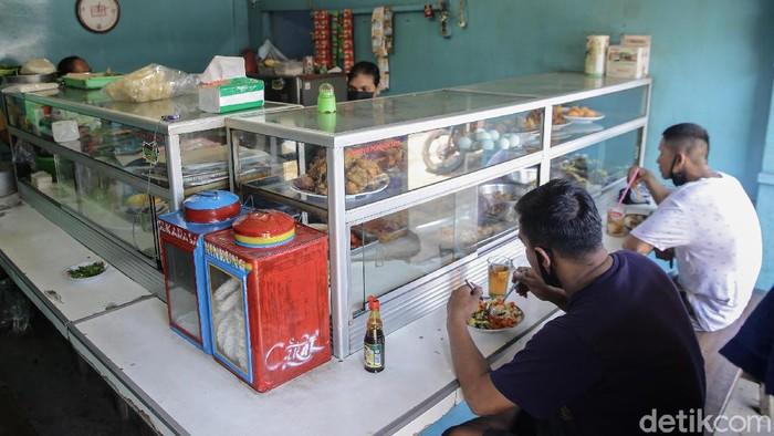 Komunitas Warung Tegal Nusantara (Kowantara) mengkritik aturan makan 20 menit selama PPKM level 4 di sejumlah wilayah.