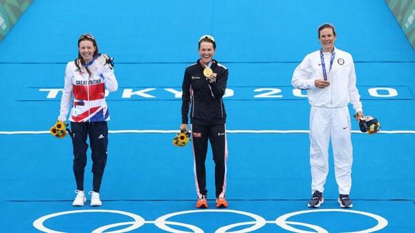 Bahkan, Bermuda datang ke Olimpiade dengan skuat mini. Selain Duffy, Bermuda mengirimkan dua atlet lain di dua cabang olahraga berbeda. Yakni, Dara Alizadeh yang tampil di cabang rowing dan Annabelle Collins dari berkuda. Cameron Spencer/Getty Images