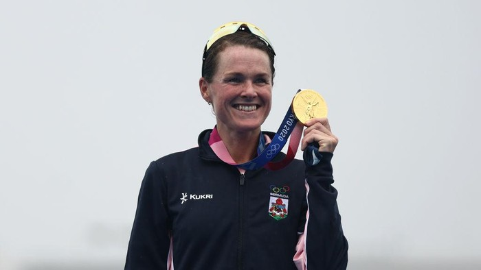 TOKYO, JAPAN - JULY 27:  Gold medalist Flora Duffy of Team Bermuda poses with her medal during the Womens Individual Triathlon on day four of the Tokyo 2020 Olympic Games at Odaiba Marine Park on July 27, 2021 in Tokyo, Japan. (Photo by Buda Mendes/Getty Images)