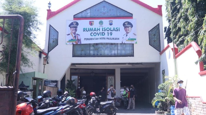 Wali Kota Pasuruan Saifullah Yusuf (Gus Ipul) melakukan sidak ke beberapa tempat isolasi terpusat (isoter), yang telah disediakan Pemkot. Gus Ipul ingin memastikan tempat-tempat itu layak sehingga pasien nyaman.