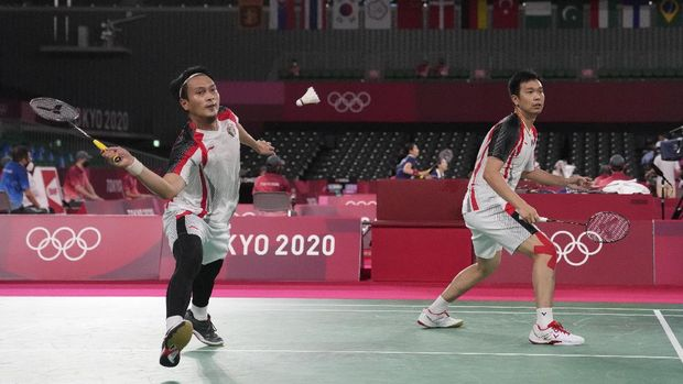 Indonesia's Hendra Setiawan and Mohammad Ahsan play against South Korea's Choi Sol-gyu and Seo Sung-jae during their men's doubles group play stage badminton match at the 2020 Summer Olympics, Tuesday, July 27, 2021, in Tokyo, Japan. (AP Photo/Markus Schreiber)