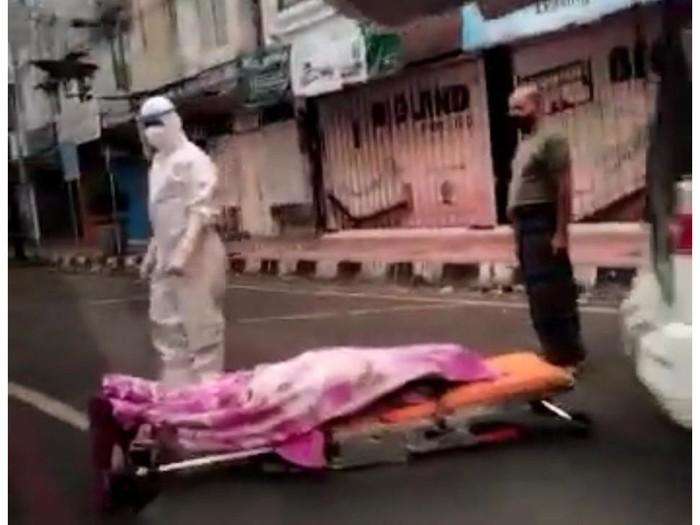 jenazah covid-19 di pinggir jalan jember