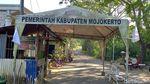 Warga Kibarkan Bendera Putih di Mojokerto, Minta Longgarkan PPKM