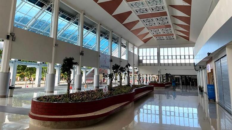 Bandara Pattimura Ambon kini memiliki wajah baru setelah pengembangan dan beautifikasi terminal penumpang rampung dengan total luasan terminal menjadi 16.090 meter persegi dari sebelumnya seluas 10.270 meter persegi.