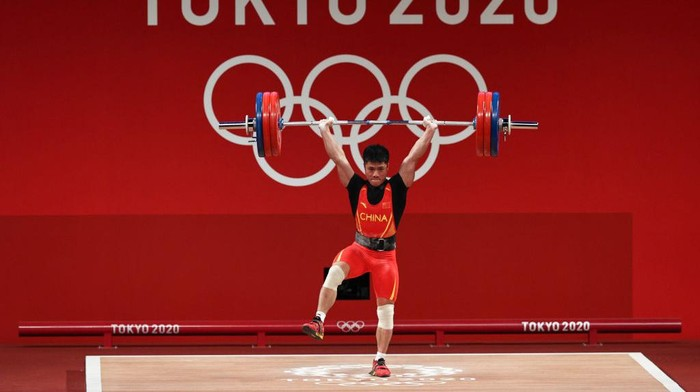 TOKYO, JAPAN - JULY 25: Fabin Li of Team China competes during the Weightlifting - Mens 61kg Group A on day two of the Tokyo 2020 Olympic Games at Tokyo International Forum on July 25, 2021 in Tokyo, Japan. (Photo by Chris Graythen/Getty Images)