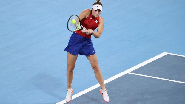 TOKYO, JAPAN - JULY 27: Marketa Vondrousova of Team Czech Republic plays a backhand during her Women's Singles Third Round match against Naomi Osaka of Team Japan on day four of the Tokyo 2020 Olympic Games at Ariake Tennis Park on July 27, 2021 in Tokyo, Japan. (Photo by Clive Brunskill/Getty Images)