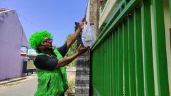 Kisah Pemain Badut Jadi Tukang Ojek Layani Warga Isoman di Pacitan