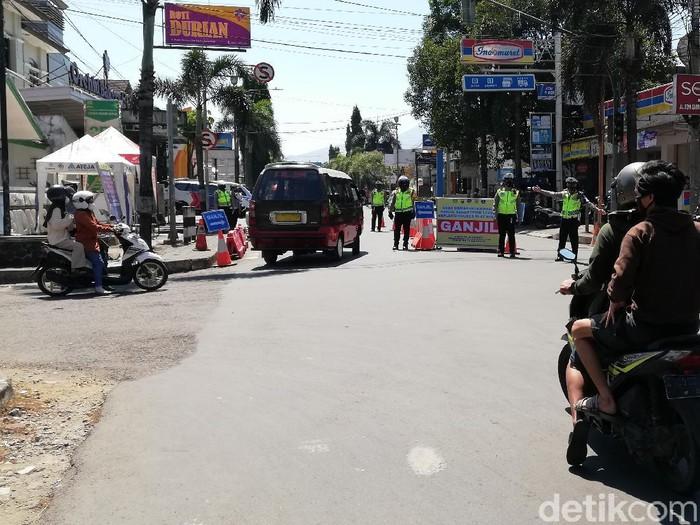 Polisi Sumedang mulai memberlakukan ganjil genap
