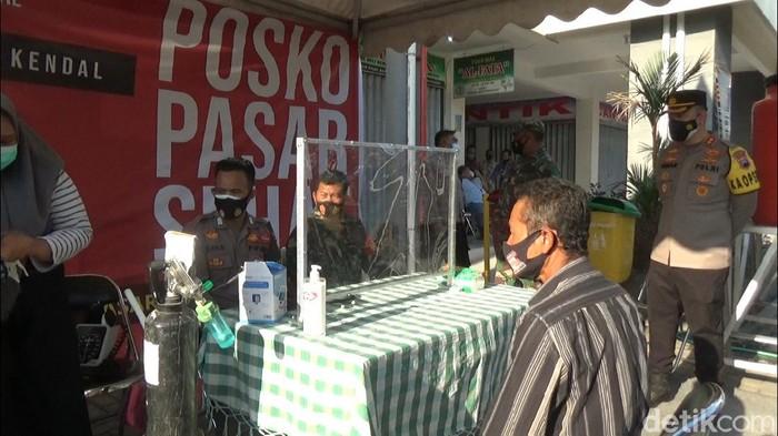 Posko Pasar Sehat di Pasar Pagi Kaliwungu, Kendal, Selasa (27/7/2021).