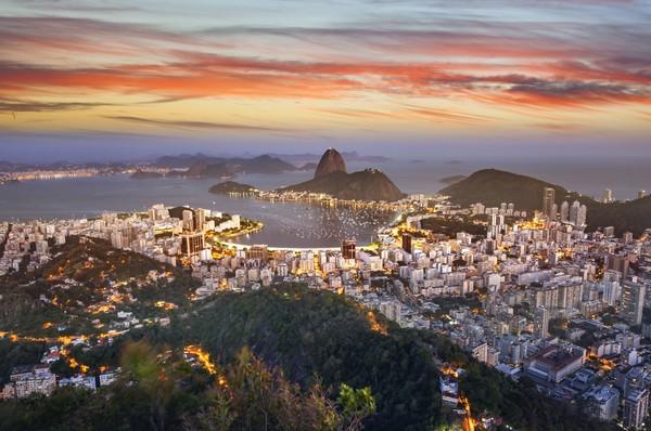 Kemudian ada Rio de Janeiro dengan pemandangan cakrawala jingganya. (Getty Images/Grafissimo)