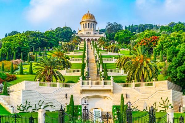 Tak seperti agama lain, rumah ibadah agama Bahai tidak memiliki ciri khusus. Seperti yang traveler lihat, rumah ibadahnya punya banyak bentuk dengan sentuhan seni yang indah. (Getty Images)