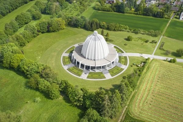 Jerman pun punya rumah ibadah Bahai di Kota Langenhain. Bangunan rumah ibadahnya indah-indah, ya!(Getty Images)