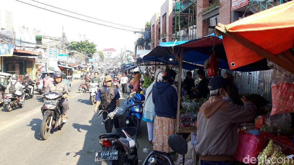 Masih Ada Warga Tak Pakai Masker di Pasar Ciputat Tangsel