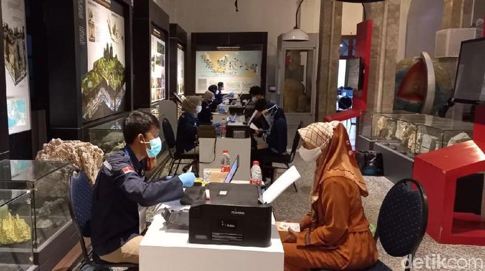 Vaksinasi di Museum Geologi Bandung