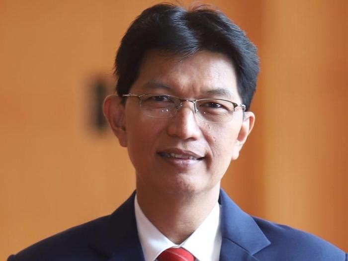 Akademisi FK Unair Dr d. Gatot Soegiarto SpPD-KAI FINASIM