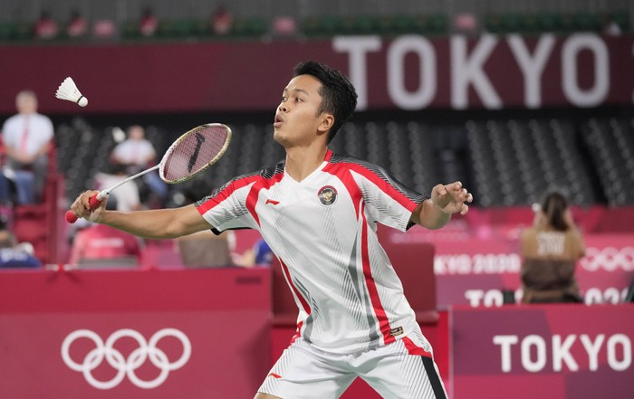 Anthony Sinisuka Ginting of Indonesia competes against Russian Olympic Committees Sergey Sirant during mens singles group play stage Badminton match at the 2020 Summer Olympics, Wednesday, July 28, 2021, in Tokyo, Japan. (AP Photo/Dita Alangkara)