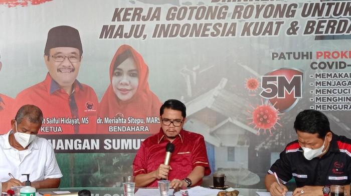 Anggota Komisi III DPR Arteria Dahlan di kantor DPD PDIP Sumut, Medan, Rabu (28/7/2021).