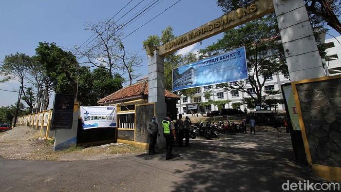Asrama mahasiswa UNS di Ngoresan, Solo, Jawa Tengah, akan dijadikan tempat karantina OTG. Asrama ini menampung 228 pasien.
