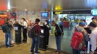 Mudahkan Traveler, Cek Dokumen Kesehatan di Bandara Husein Bisa Lewat HP