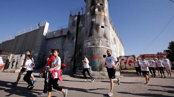 Palestina saat ini memiliki 423 kasus corona, di mana ada 3 kematian dan 357 orang sembuh. Sementara Israel memiliki 16.743 kasus dengan 281 kematian dan 14.362 pasien sembuh. Getty Images/Darrian Traynor