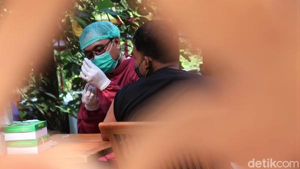 Terkait jumlah sasaran vaksinasi di Kabupaten Bantul, Juanita 2000 orang dan untuk hari ini mencapai ratuan orang. Bahkan, ke depannya, Juanita mengaku akan melakukan vaksinasi di tempat-tempat wisata lagi.