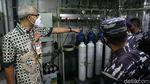 Gubernur Ganjar Tinjau KRI dr Soeharso yang Bawa Bantuan Oksigen
