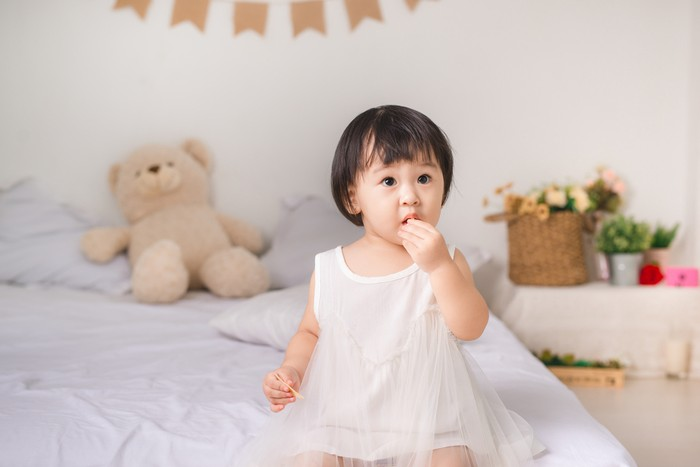 Ilustrasi Anak Makan Camilan