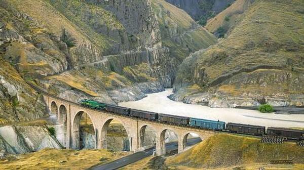 Komite Warisan Dunia UNESCO mengumumkan sembilan destinasi terbaru ke Daftar Situs Warisan Dunia, salah satunya adalah kereta api Trans-Iran. Dok. Hossein Javadi via www.whc.unesco.org.