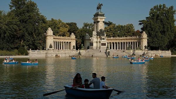 Situs Warisan Dunia yang diumumkan UNESCO ini berada di berbagai negara dunia. Di Madrid, Ibu Kota Spanyol, Taman Retiro turut diumumkan sebagai Situs Warisan Dunia yang baru diumumkan UNESCO. Gonzalo Arroyo Moreno/Getty Images.