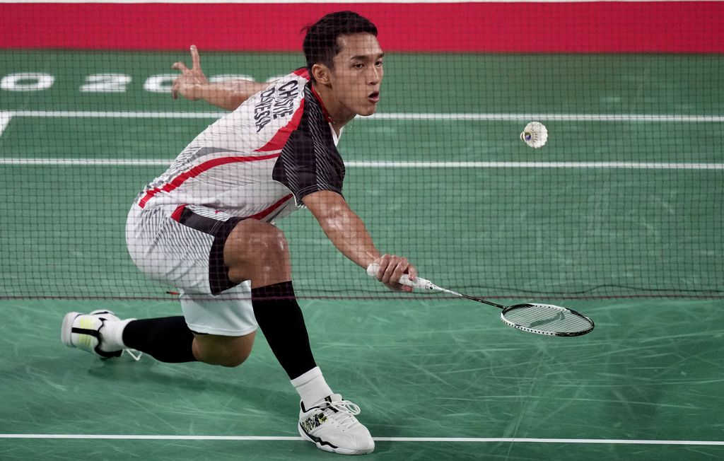 Jonatan Christie of Indonesia competes against Singapore's Kean Yew Loh during men's singles group play stage Badminton match at the 2020 Summer Olympics, Wednesday, July 28, 2021, in Tokyo, Japan. (AP Photo/Dita Alangkara)