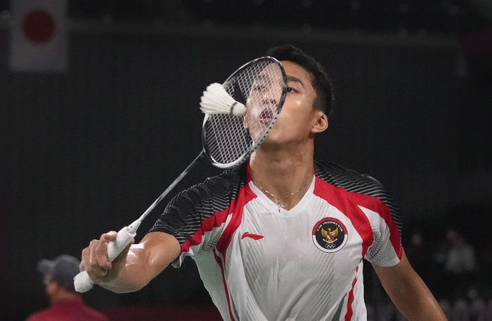 Jonatan Christie of Indonesia competes against Singapores Kean Yew Loh during mens singles group play stage Badminton match at the 2020 Summer Olympics, Wednesday, July 28, 2021, in Tokyo, Japan.(AP Photo/Markus Schreiber)