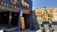Protes Aturan PPKM, Kafe-Resto di Bandung Kibarkan Bendera Putih