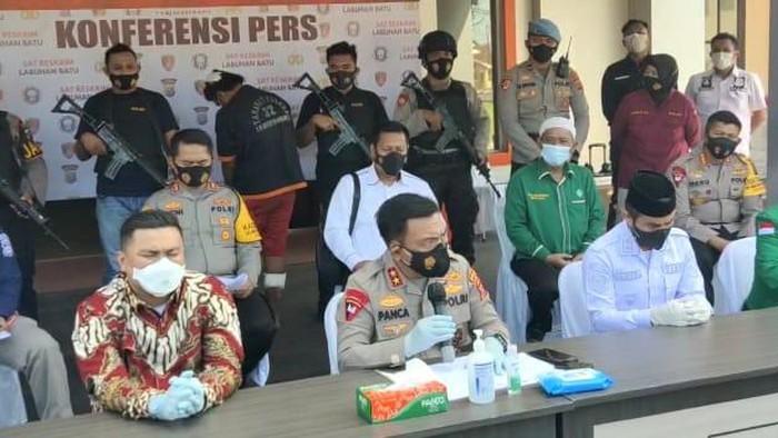 Konferensi pers pembacokan Ketua MUI Labura di Polres Labuhanbatu (Ahmad Fauzi Manik-detikcom)
