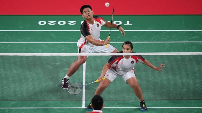Praveen Jordan/Melati Daeva Oktavianti tersingkir di perempatfinal Olimpiade Tokyo 2020. Mereka ditumbangkan pasangan China Zheng Si Wei/Huang Ya Qiong.