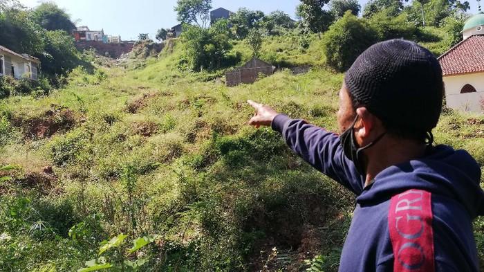 Longsor dahsyat terjadi di Cimanggung, Kabupaten Sumedang pada 9 Januari 2021 lalu. Begini kondisi desa usai 8 bulan dilanda longsor.