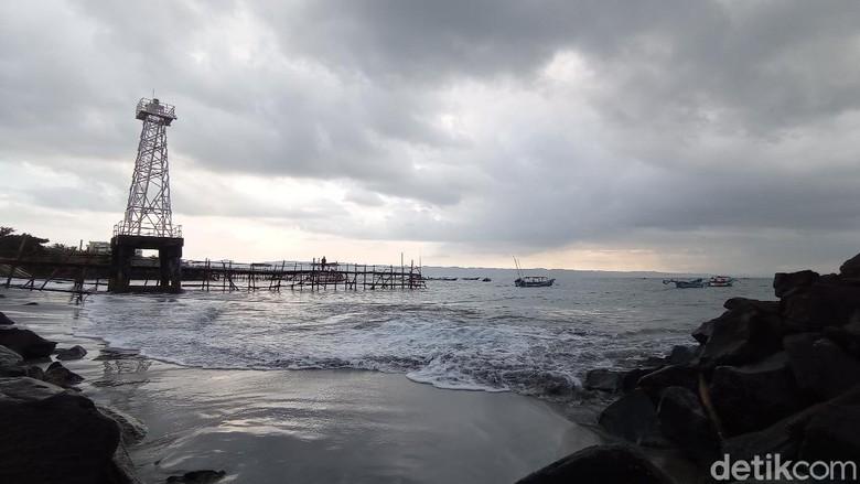 Pantai Pangandaran sepi saat PPKM Darurat