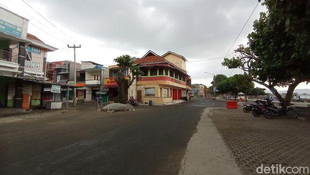 Pantai Pangandaran tanpa wisatawan