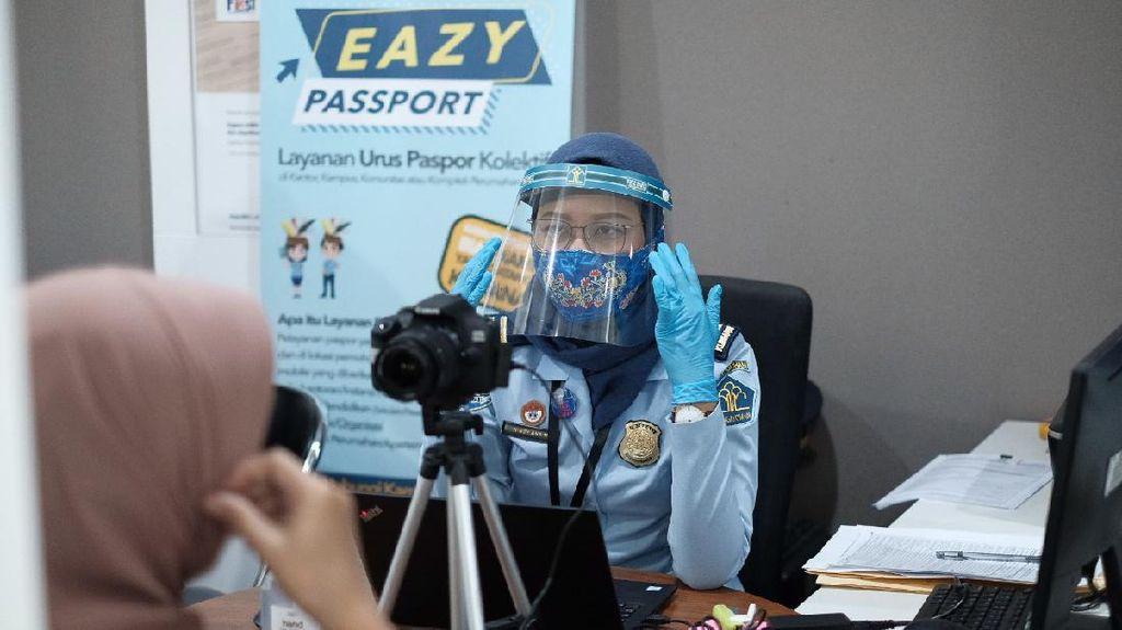 Urus Paspor Cuma Bisa Walk-In dan untuk Kondisi Mendesak