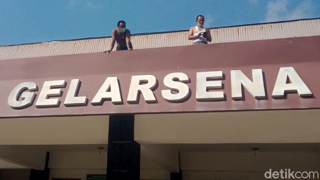 Aksi Penghuni Isolasi Terpusat GOR Gelarsena Klaten Olahraga Pagi