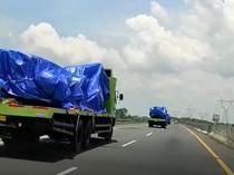 Dikirim ke Karoseri, Sasis Bus Bisa Digendong Pakai Truk Ekspedisi