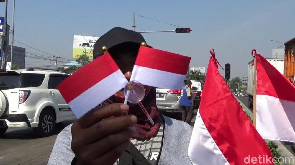 Jelang HUT RI, Pedagang Bendera di Purwakarta Raup Cuan
