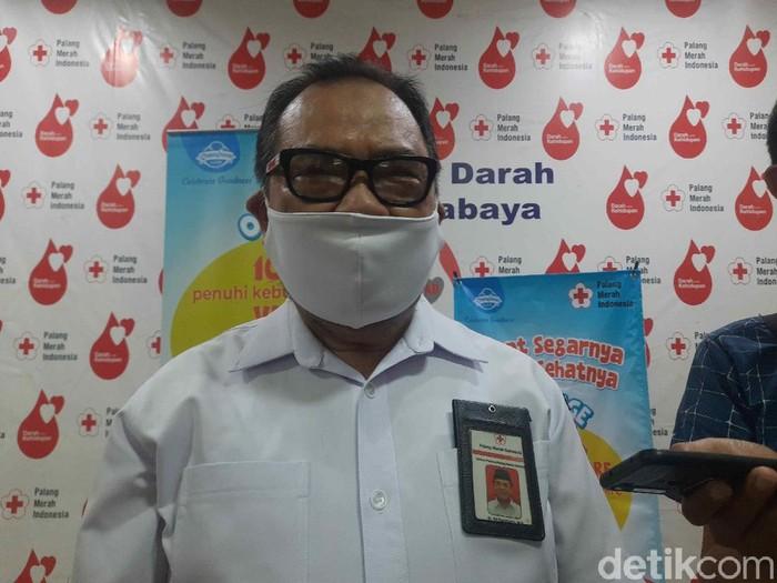 Sekretaris PMI Jatim, dr Edi Purwinarto berpesan kepada masyarakat yang membutuhkan plasma konvalesen, untuk langsung berhubungan dengan UDD PMI. Jangan langsung berhubungan dengan calon pendonor.