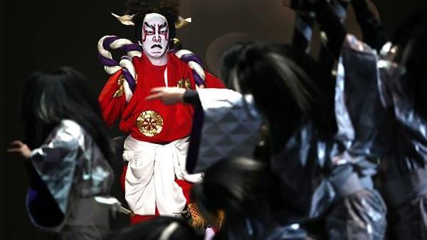 Diketahui, kabuki merupakan seni teater tradisional Jepang yang sudah ada sejak zaman Edo era Tokugawa. Getty Images/Carl Court.